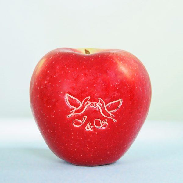 Hochwertig gravierter Apfel für Hochzeit